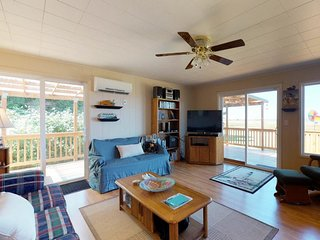 Dog-friendly cabin w/ a large deck, free WiFi, and location near 2 state parks!