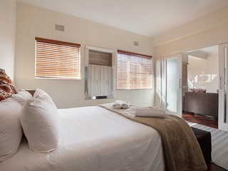 Cozy apartment close to the center of Cape Town with Internet, Washing machine,
