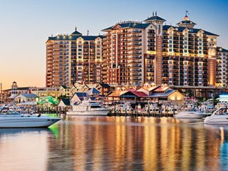 Emerald Grande Resort : in Harbor Walk Village.