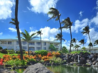 Enjoy the Pacific Ocean with The Point at Poipu!