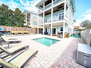 Dog Friendly 6/5.5 w/private pool just steps to beach!
