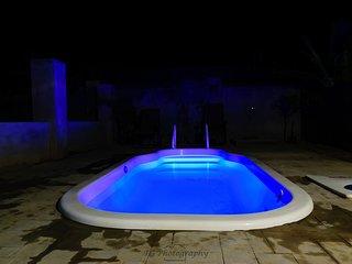 Tropical Getaway Villa,3br/2bth, BBQ, WiFi, Netflix, AC,mins Ocho Rios