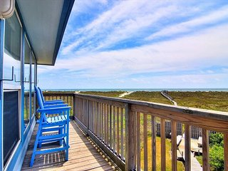 2 bed 2 bath, Community Pool, Beach Access! Fabulous View!