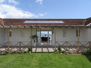 THE SANDCASTLE, heated swimming pool, pets, Freshwater East