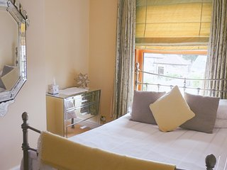 Private Double Room in Cosy Cottage B&B near Leeds M1 Wakefield M62 Yorkshire