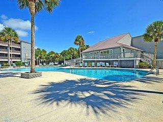 Elegant Riverfront 3BR/2BA w/ Screened Porch, Pool & Tennis Courts