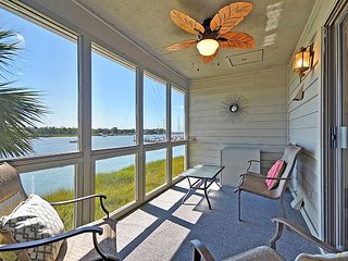 Elegant Riverfront 3BR/2BA w/ Screened Porch, Pool & Tennis  Courts