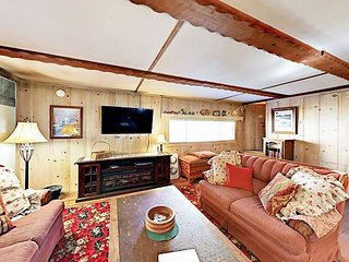 Classic Chalet w/ Patio - 5 Blocks to Heavenly Village