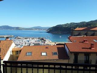 Espectaculares vistas al mar y puerto.Centrico.Zona tranquila.Soleado..