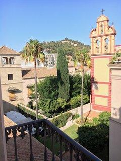 Vistas al museo Picasso, la Alcazaba y la Iglesia de San Agustin.