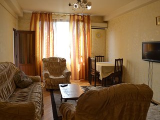 Beautiful apartment near Hrazdan stadium (Paronyan 28)