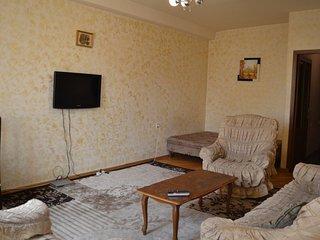 Beautiful apartment near Hrazdan stadium (Paronyan 28)
