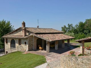 Romano di Sotto Villa Sleeps 8 with Pool Air Con and WiFi - 5218559
