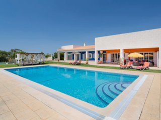 4 bedroom Villa in Montes de Alvor, Faro, Portugal : ref 5680246