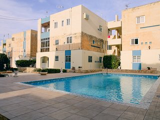 3 bedroom luxury ground floor apartment with common pool