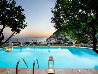 Positano Villa Sleeps 15 with Pool Air Con and WiFi - 5218172