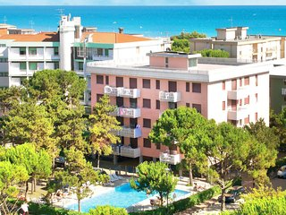 1 bedroom Apartment with Pool, Air Con and Walk to Beach & Shops - 5655900