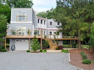 Salty Haven-Lewes, DE   Close to beaches. Can sleep 13+
