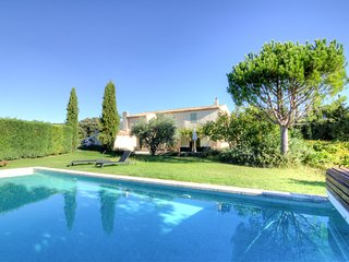 4 bedroom Villa in Cucuron, Provence-Alpes-Côte d'Azur, France : ref 5680367