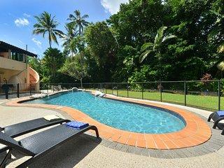 La Casa Mirasol - 6 Bedroom Beachfront House