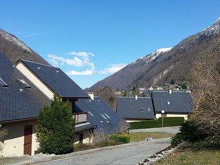 Logement 4 personnes, vue montagne, parking prive gratuit, plain pied, cave