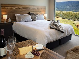 Highland Getaway Luxury Farm Stay B&B Cinema suite and ATV farm tour
