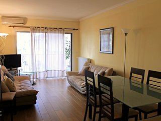 Peaceful and Central 2 Bedrooms Apartment few minutes from Croisette and Palais