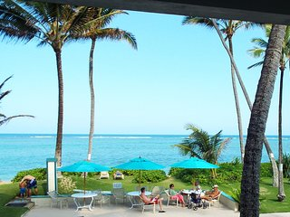 BEACHFRONT Condo on Quiet, Sandy Beach- Free Parking, WiFi, & Extras- OCEANFRONT