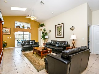 Cozy 5 BR 4 Bath Home with Private Pool, Spa and Gameroom 5 miles to Disney from