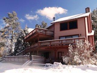 Stay at award-winning Lagonita Lodge in tranquil south shore of Big Bear Lake