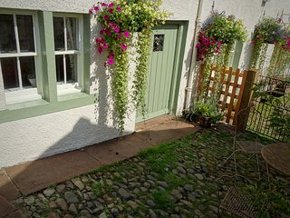 The Fauld; 1800's cosy sandstone cottage in the heart of the Eden Valley