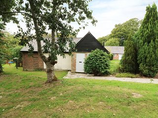 HOP COTTAGE, open-plan, Robertsbridge