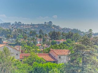 402 · Hollywood Hills - hidden paradise in top location