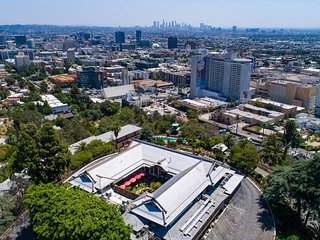 305 . HOLLYWOOD HILLS- brand new large studio/ best view