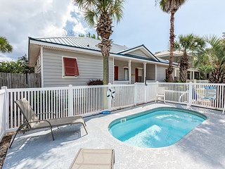 "Pet-Friendly, 3BR ""Life is Good"" Frangista Beach House, 2 Blocks to the Beach"
