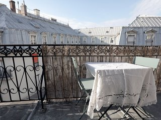 Charming refuge with balcony in Le Marais
