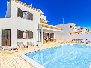 4 bedroom Villa in Galé, Faro, Portugal : ref 5504674