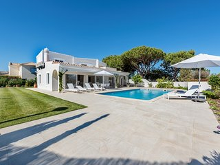 4 bedroom Villa in Vale do Garrao, Faro, Portugal : ref 5620898