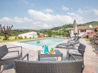 Location Gîte rural au Pays basque avec piscine chauffée