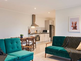 Earthy And Polished 2 Bedroom Unit In Chadstone
