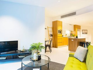 Brand New Heart of City Executive Apartment