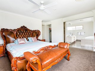 Spacious Entertainer - Just 8 Mins From DreamWorld