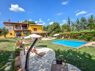 House with pool. Quiet area and panoramic views