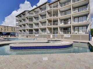 Blue Water Resort & Villas 4th Floor - Great Ocean View!