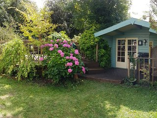 Railway Cottage Ideal for Adults & Families