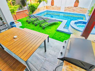 ★★★★★Luxury Pool Villa close to walking street Pattaya