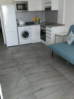 Kitchen, lounge área.