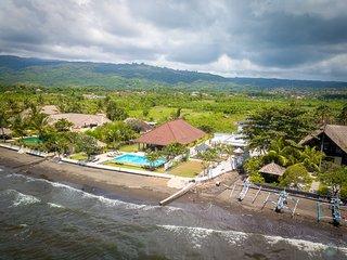 Villa Lovina Beach, private beach villa : FREE BOAT TOUR!