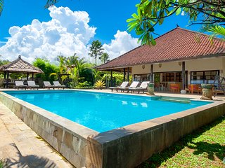 Villa Lovina Beach 1: Your private beach villa SPECIAL: FREE BOAT TOUR!