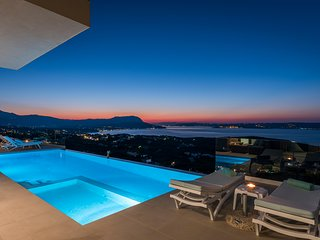 Breathtaking Views,Luxury Villa,Heated Infinity Pool,Cinema Room,Sleeps 12